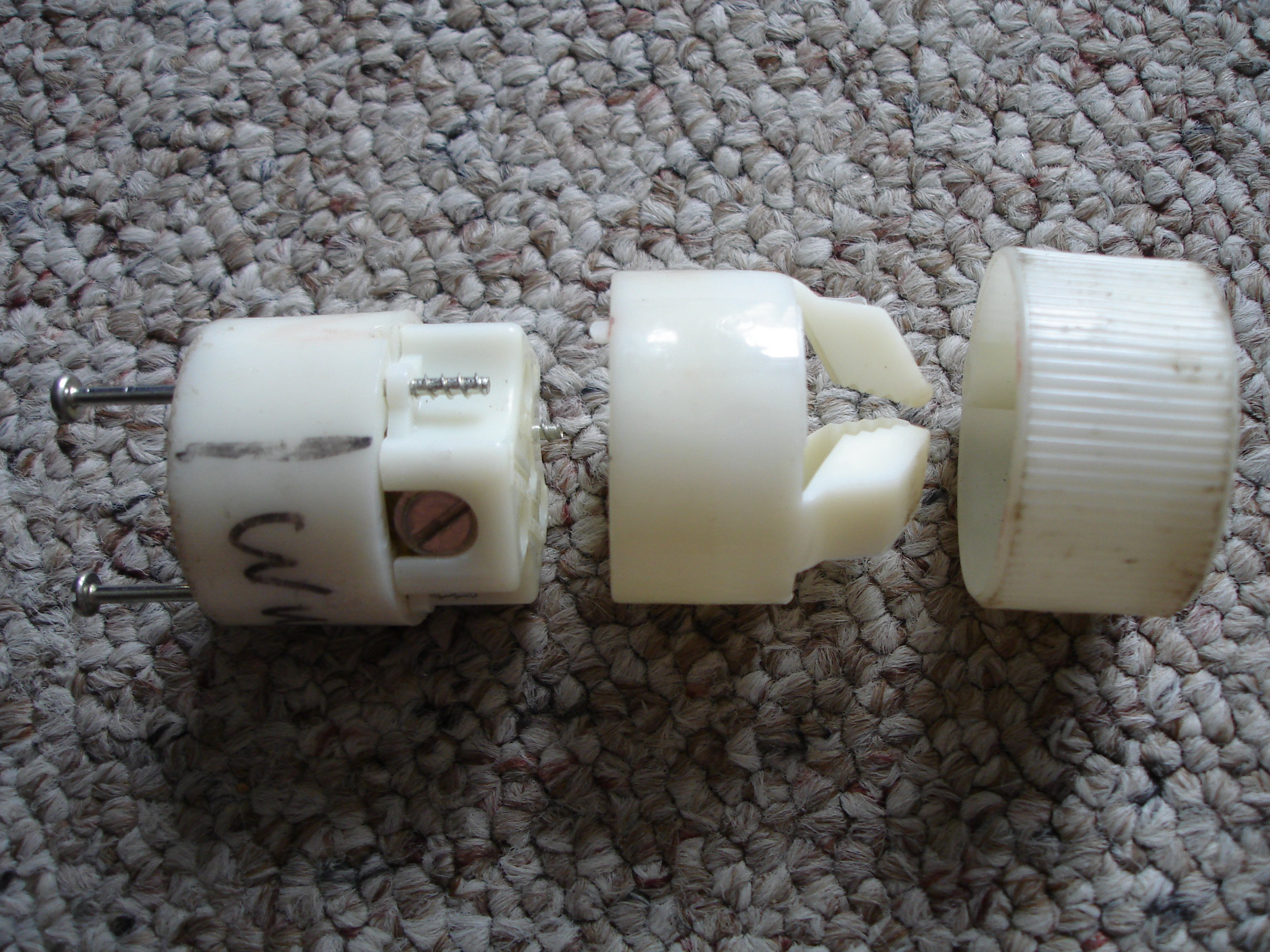 How to Make a Short Extension Cord / Put a New Plug on a Cord ...